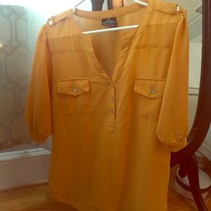 Boutique Mustard yellow top/GUC